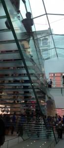 Limon de l'escalier en verre de Apple
