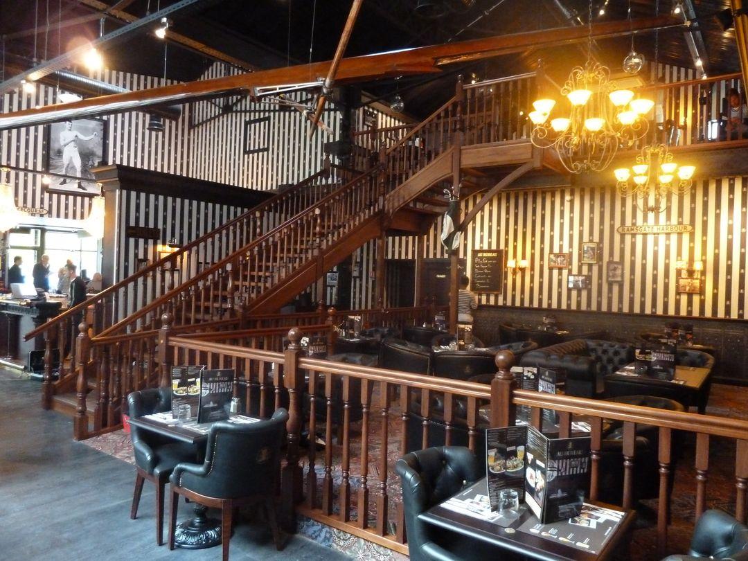 Au bureau le pub anglais version debret escaliers u fabricant
