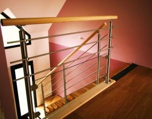 Garde-corps d'un escalier en verre et inox