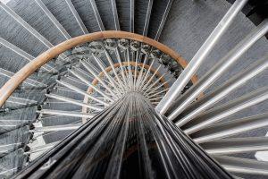 Combien de temps pour fabriquer et poser un escalier ?