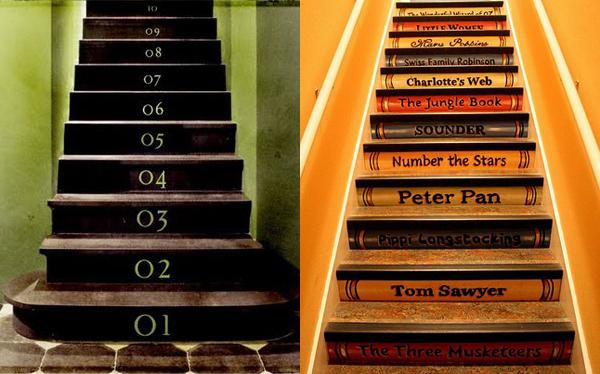 Escalier décoré avec des chiffres et des lettres