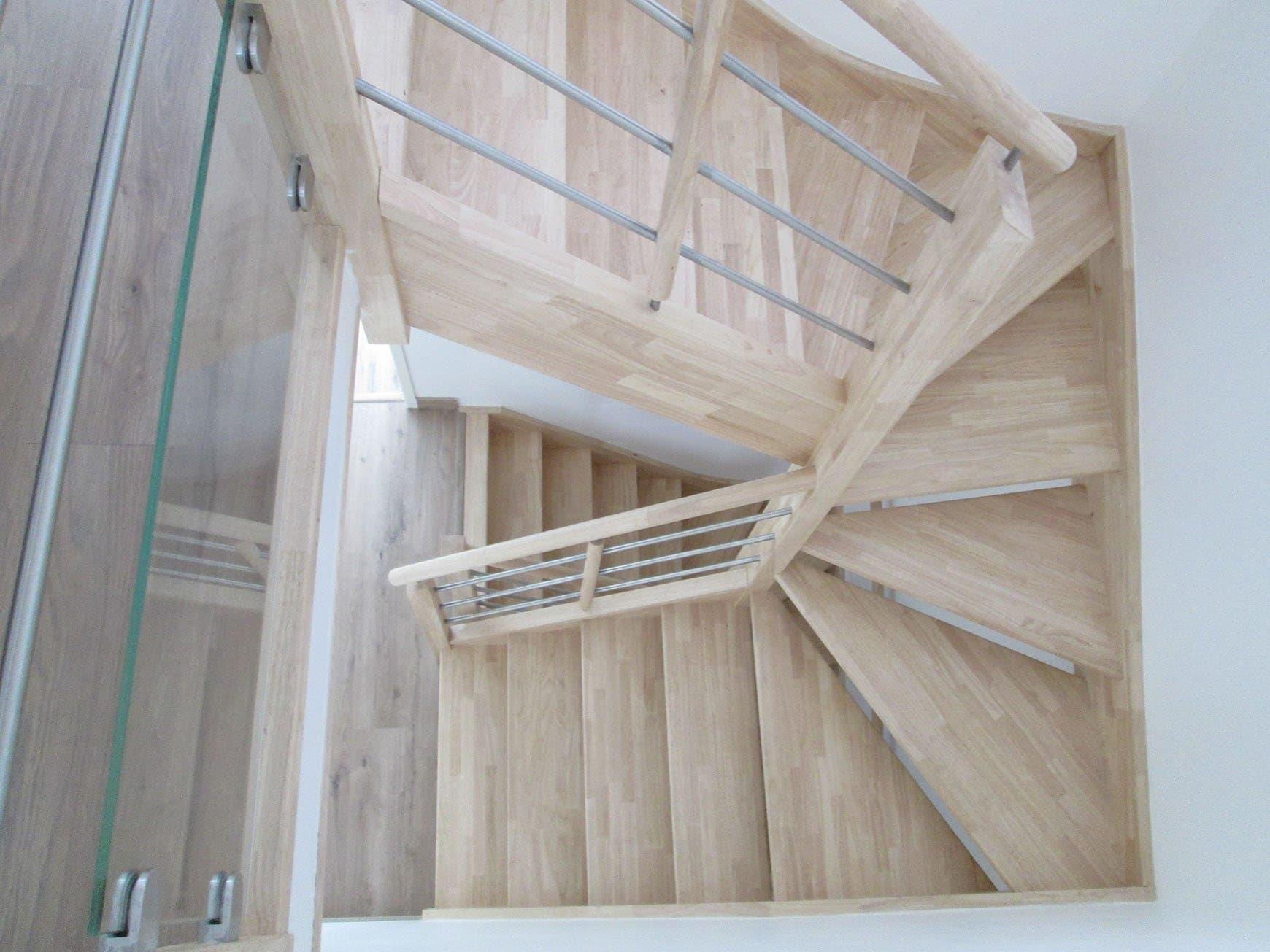 Escalier vernis lasure vitrificateur quelles finitions debret escaliers for Peinture sur bois brut